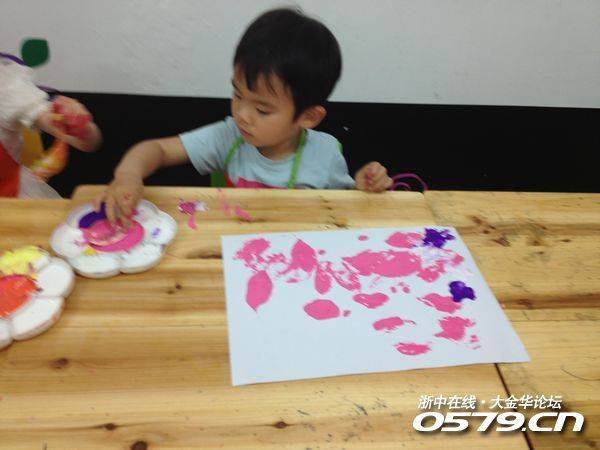 小书童特色美术课 小班 听绘本故事 创意美术 彩虹色的花