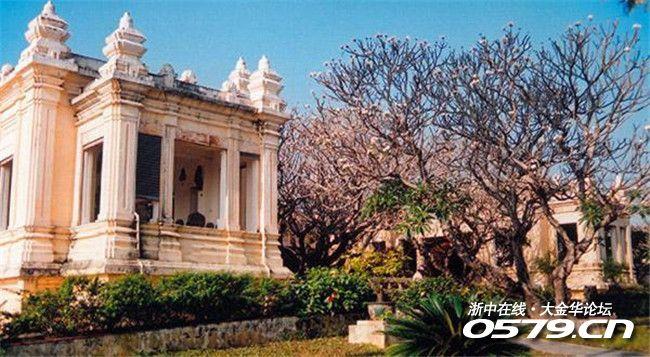 风景名胜山茶半岛造成了一个自然的屏封,为岘港阻档台风距越南岘港市