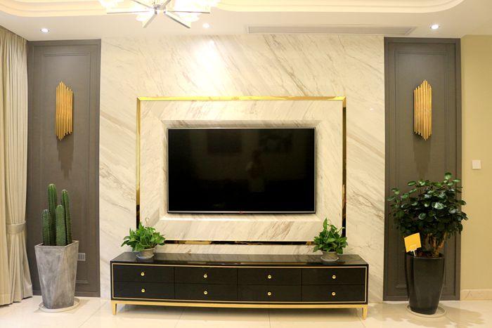 高贵优雅的爵士白大理石背景墙,电视机是嵌入式,不显突兀.