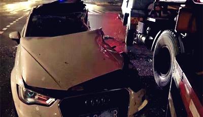 事故中奥迪车都被削掉了半辆