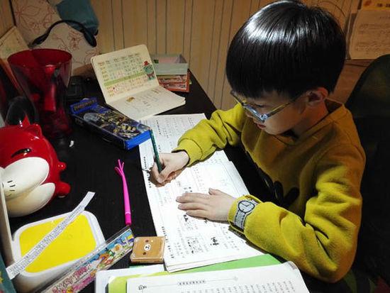 <u>你家如果有小学生,作业做到几点?</u>