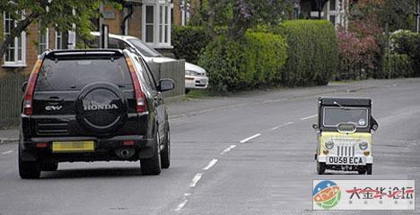 牛 儿童车改装成的世界最小汽车高清图片