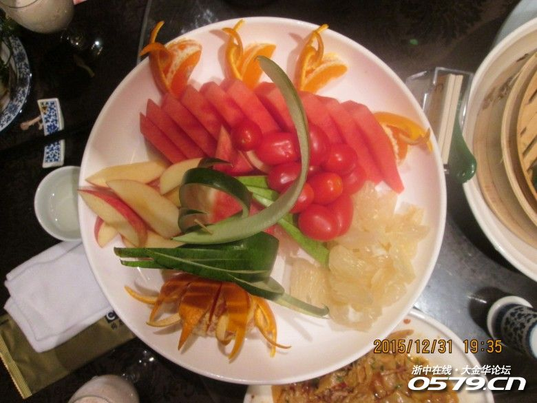 水果盘也很大,还有剥好的柚子,厨师费心了-口查活动第114期 锦绣图片