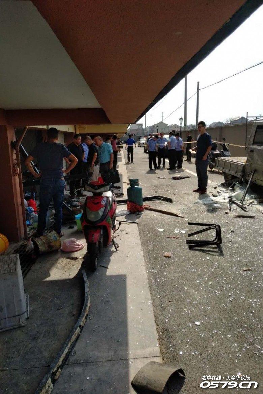 刚刚!湖头一车库发生煤气爆炸!三个人受伤…