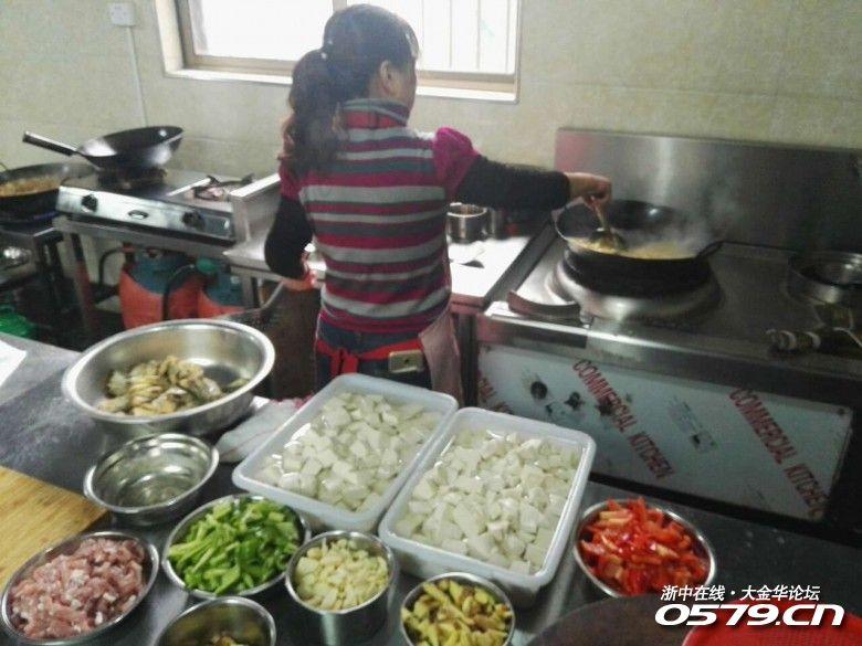 大锅菜做的好吃不容易