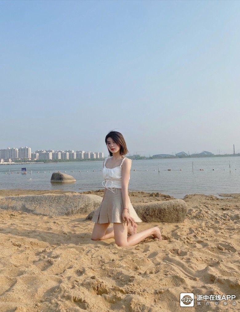 湖海塘沙滩上的美女,打几分?